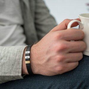 Bratara barbateasca piele lata cusuta trei placute 10 x 5 mm personalizate gravura text Argint 925 Premium (inchizatoare inox)