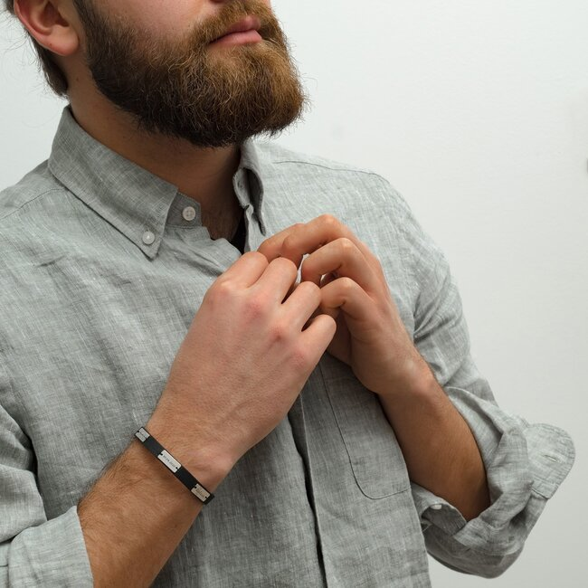 Bratara barbateasca piele si 3 placute personalizate gravura text Argint 925 (inchizatoare inox clips)
