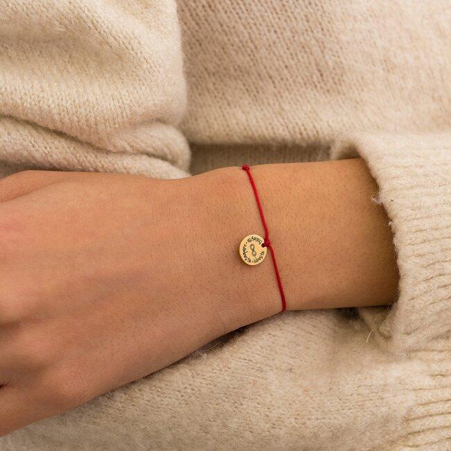 Bratara martisor cu snur rosu pandantiv banut argint placat cu aur galben 24K cu mesaje de primavara (10 mm) (minim 5 buc)