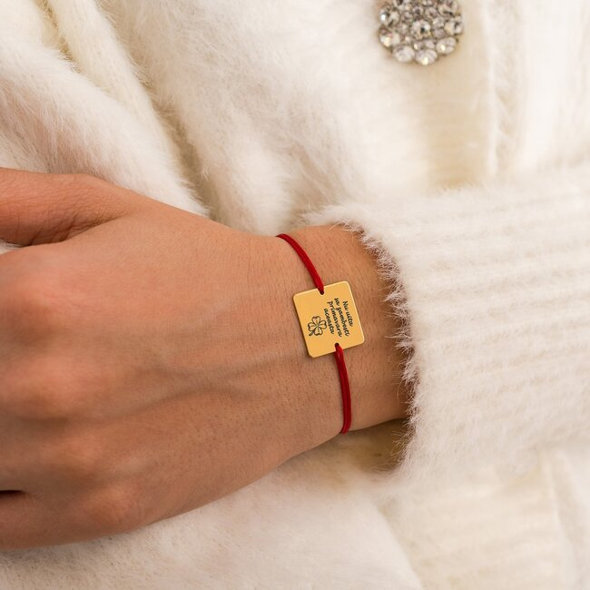 Bratara martisor cu snur rosu patrat argint placat cu aur galben 24K cu mesaje de primavara (16,5 mm) (min 3 buc)