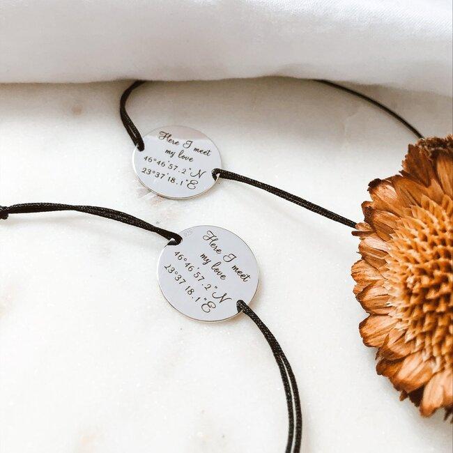 Bratari cuplu argint banuti personalizati coordonate cu snur (19 mm)